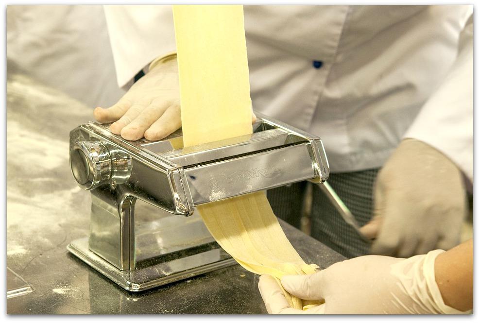La machine à pâte, où comment déguster des pâtes fraiches